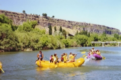 RAFTS ON THE RIVER02_jpg